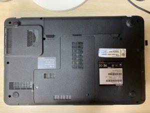 東芝 dynabook T552/58FW 本体背面